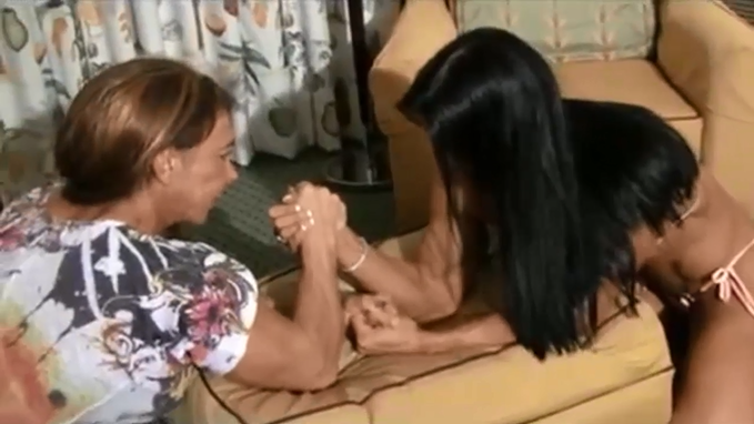 2 Strong Bodybuilders Woman first round and second round By Armwrestling