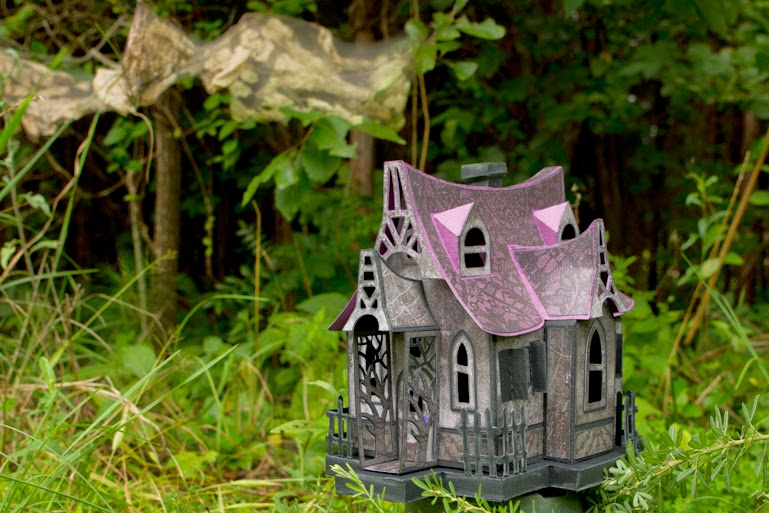 Witches cabin made out of paper