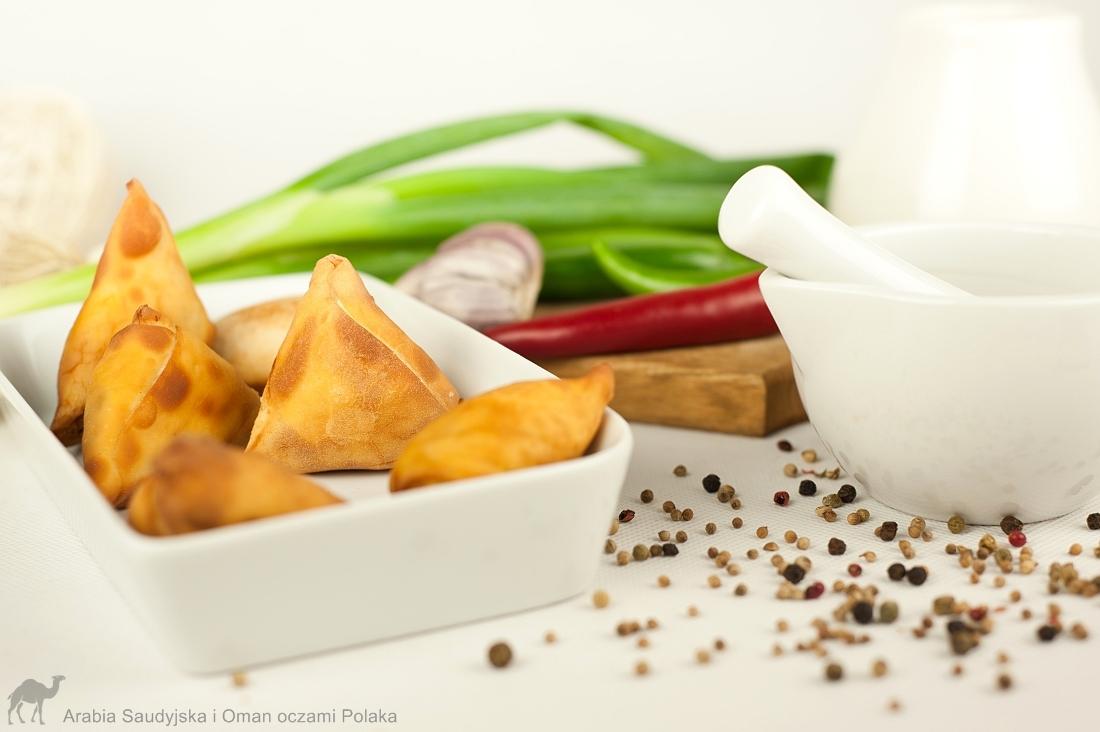 Samosy warzywne - przepis z książki Kuchnia indyjska. Najlepsze przepisy