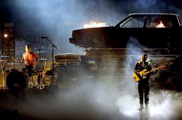 Twenty One Pilots faz apresentação arrebatadora no American Music Awards