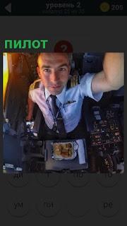 Мужчина пилот в кабине самолета проверяет работоспособность приборов