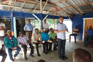 Carlos Peña critica males afectan al país; escucha necesidades de Bahoruco