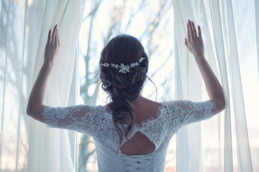 فساتين زفاف مقاسات كبيرة : تعرفي كيف تختارين فستان الزفاف اذا كان مقاسك كبير