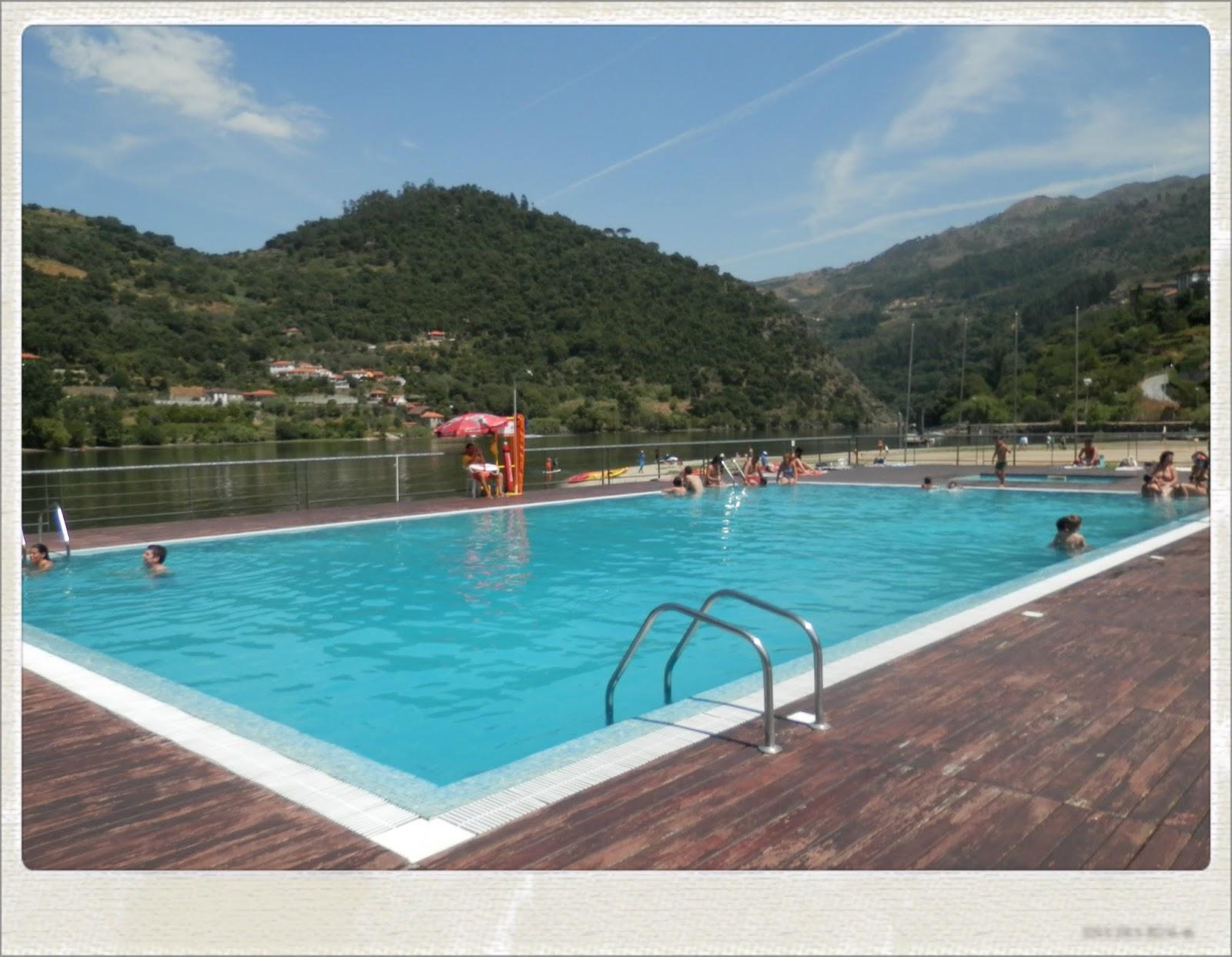 Piscina flutuante com vista fenomenal para o douro em for Piscina canoe