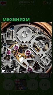 механизм для часов, шестеренки разной величины в корпусе