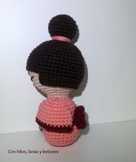 Con hilos, lanas y botones: Kokeshi amigurumi