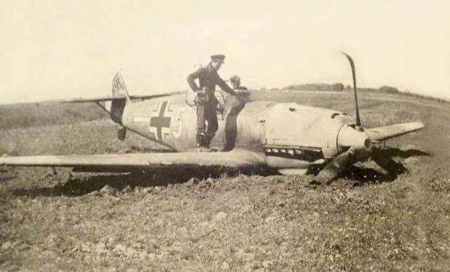 Bf-109E3-4.JG77-%2528W5%252B-%2529-Jakob-Arnoldy-WNr-5277-sd-by-RAF-33Sqn-John-Mackie-15th-Apr-1941.jpg