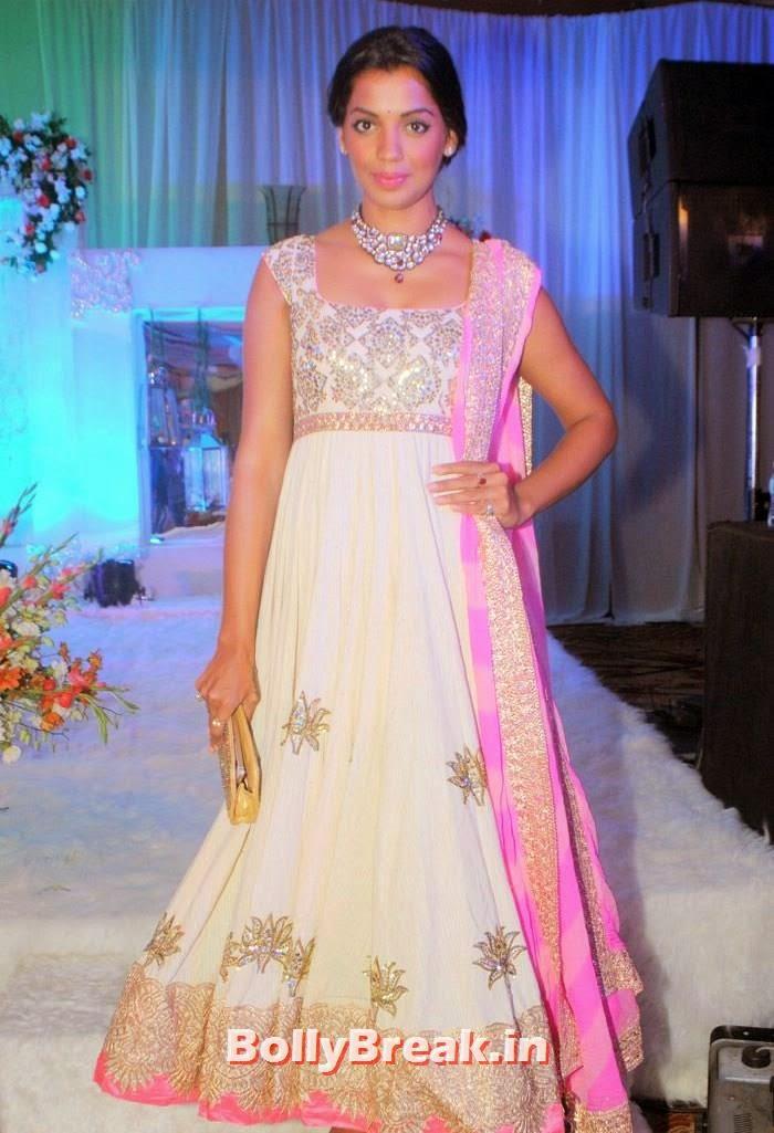 Mugdha Godse, Manali Jagtap, Vicky Soor Engagement Ceremony Pics