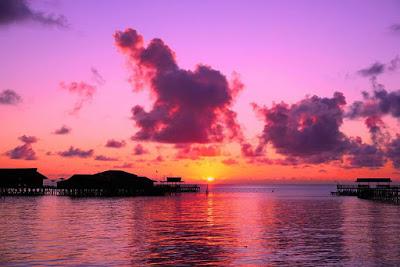 foto indahnya sunset di pulau derawan