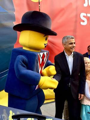 Lester Shaking Hands with Mayor Sadiq Khan