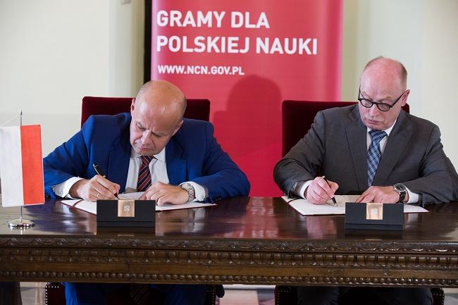 Zbigniew Błocki, Martin Stratmann - podpisanie porozumienia fot. Michał Niewdana