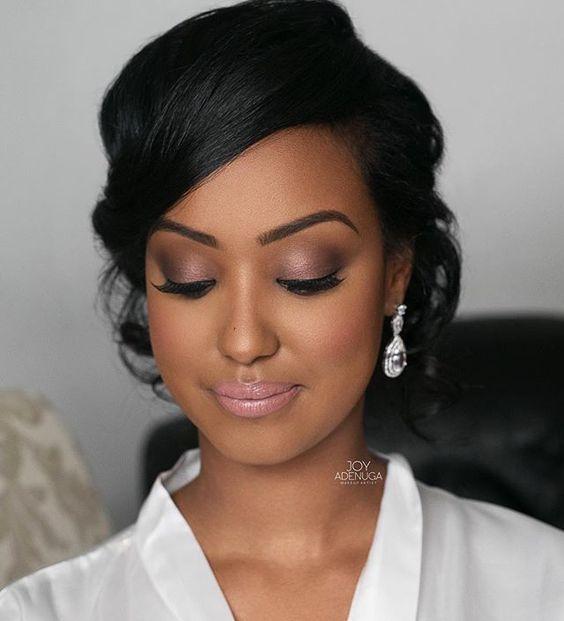 Se você gosta de maquiagens e está procurado por inspirações, vai amar essas 5 opções incríveis para pele negra. Você pode usar essas makes em casamentos, festas, eventos, bailes, entre outras ocasiões. Se inspire e arrase.