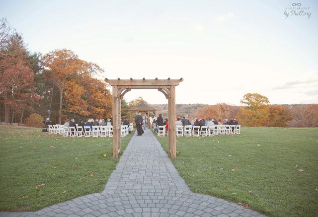 Outdoor Wedding Venues Ma Zukas Hilltop Barn Spencer MA