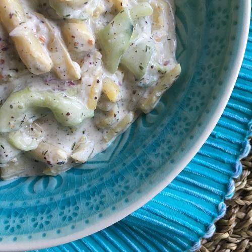 Quetschgurken-Bohnen-Salat in saurer Sahne
