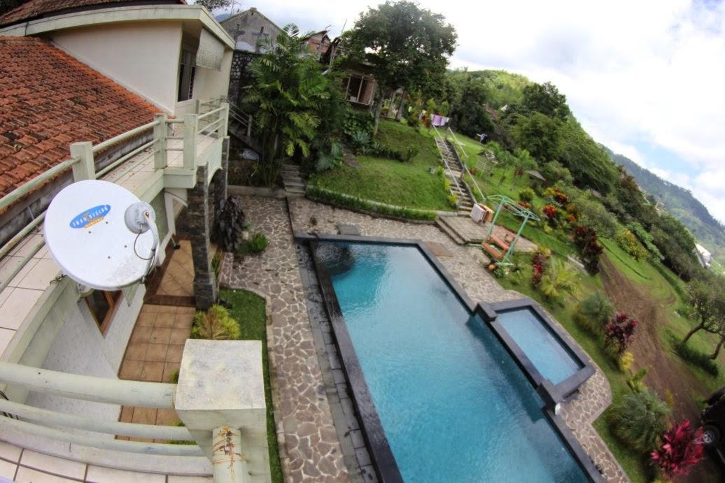 Villa Batu Malang dengan Kolam Renang 6c5d819abb