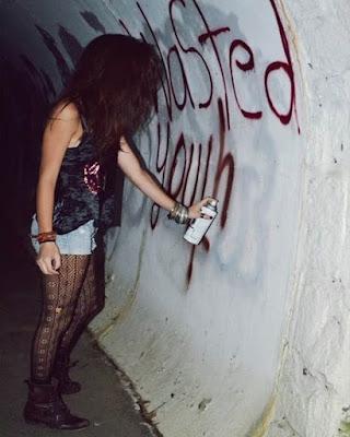 poses grunge juveniles graffiti