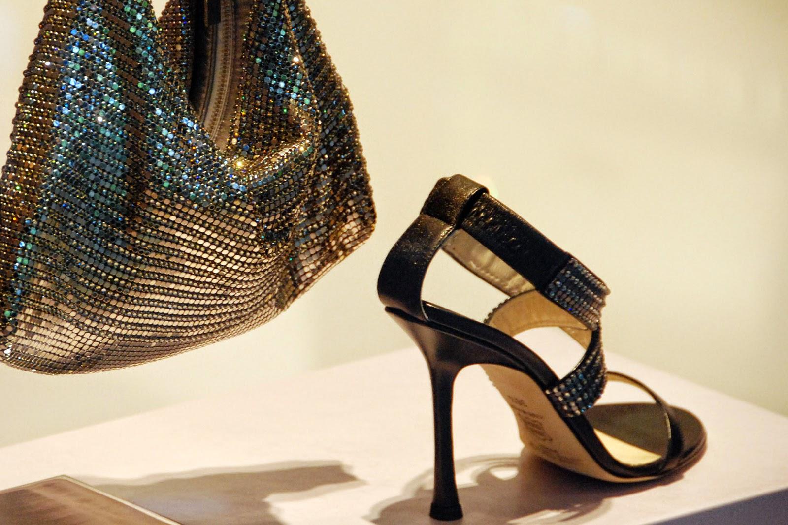 Mengapa Cewek Doyan Koleksi Sepatu Sandal Padahal Yang Dipake
