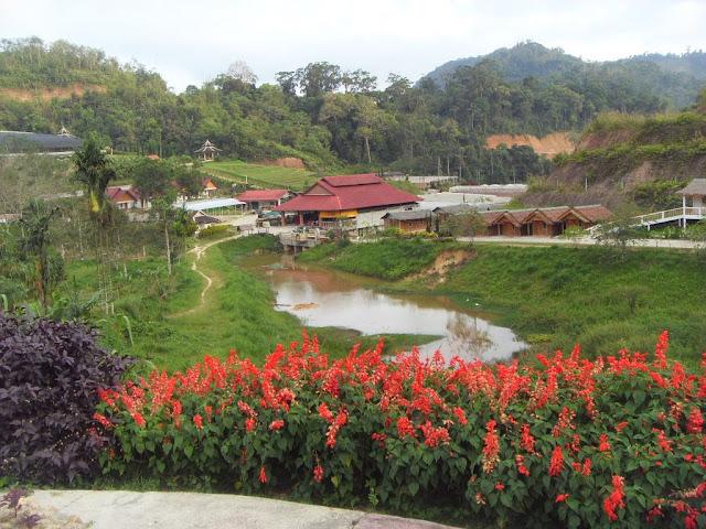 K M Cheng-Travel Journal: D3 Sunday 10/4/2011 - Betong, Thailand 2011