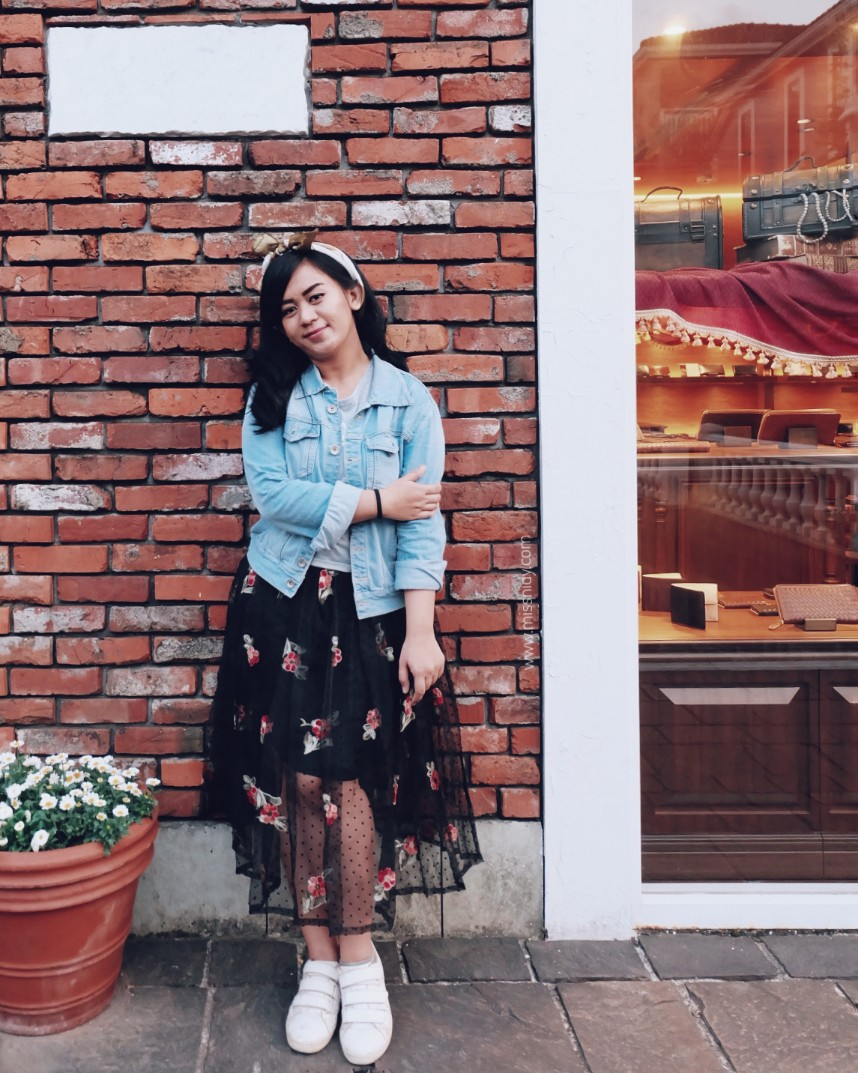 how to wear tulle skirt with denim jacket