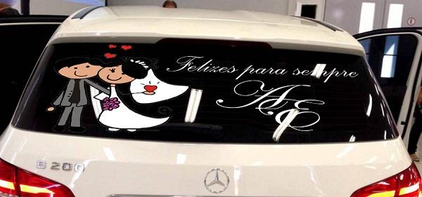 dicas-de-como-decorar-o-carro-dos-noivos-para-a-saida-da-cerimonia-de-casamento-4