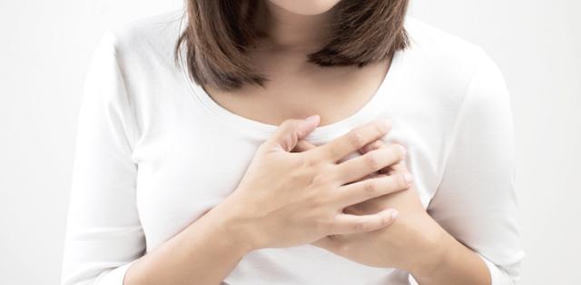 Tips Menyusui Bayi ketika Payudara Sakit Bengkak