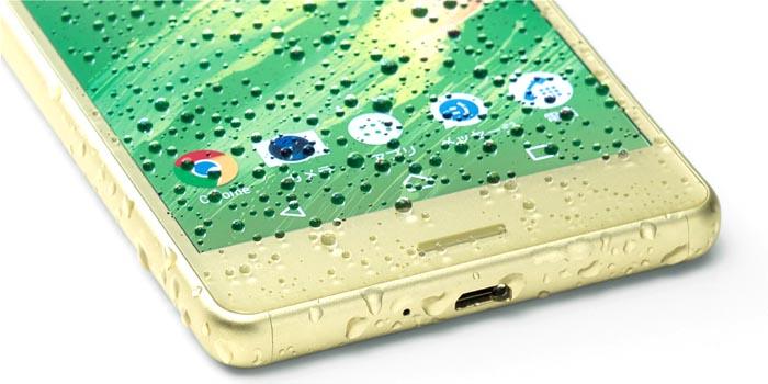 XPERIA X Performanceは防水対応。USBポートはキャップレス防水