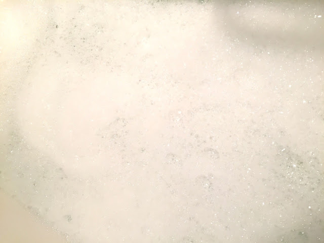 Milky bath - bubble bar - review - Lush cosmetics - Lush - bath products - pamper products - review