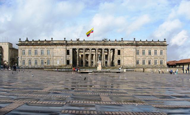 Congreso de la República de Colombia. Imagen tomada de: Wikimedia.org, Congreso S.A., Todas Las Sombras