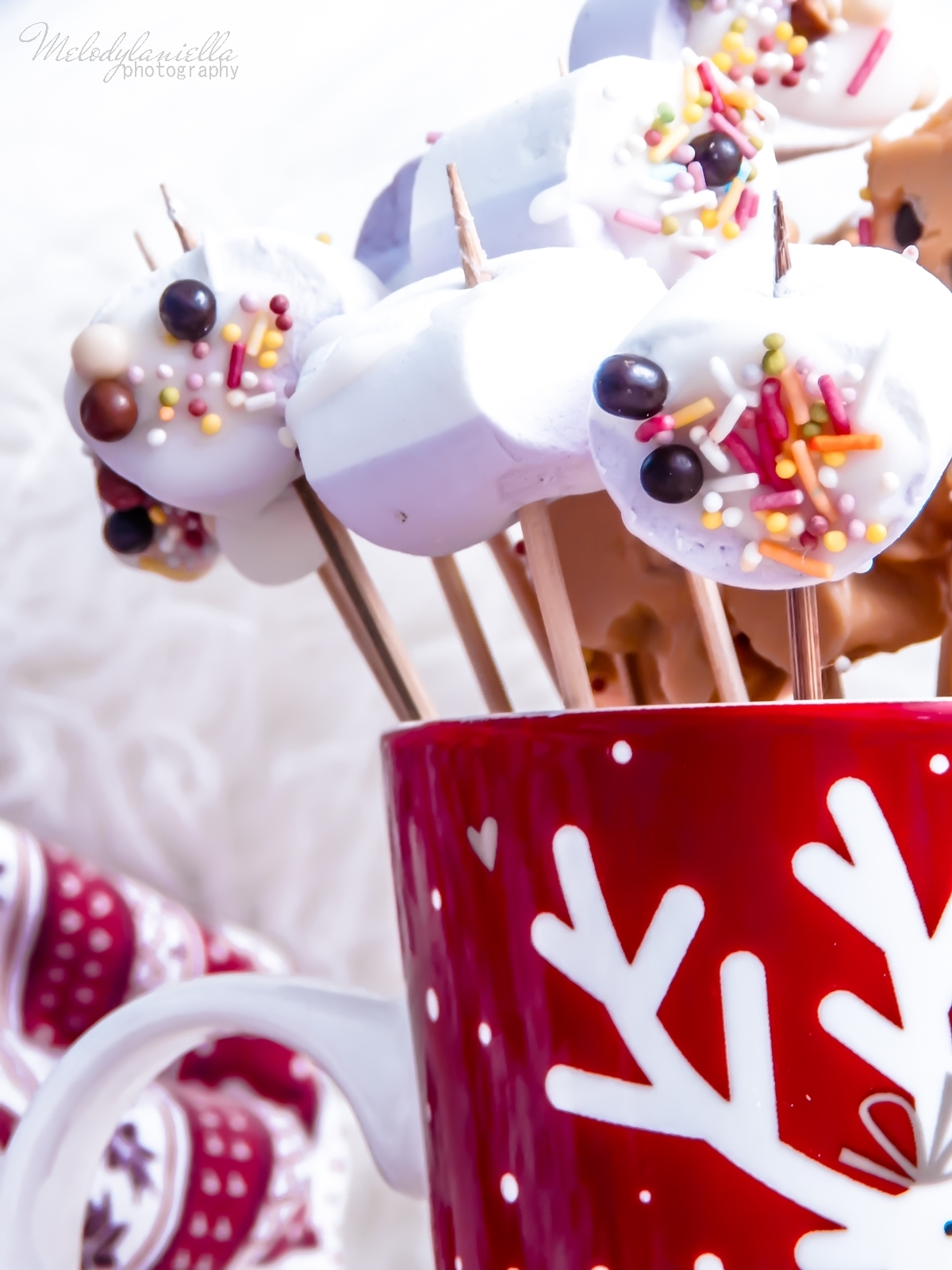 10 szybkie przekąski z pianek jojo, czekolady, banana, swiateczne przysmaki na wykalaczkach efektowne słodycze na Boze Narodzenie zimowe slodkosci melodylaniella banan z karmelem