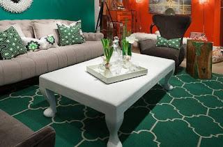 Salas decoradas con verde esmeralda