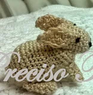 http://lamaquinadelganchillo.blogspot.com.es/2014/01/conejitos-crochet-belen_7.html