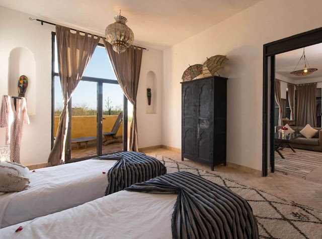 Moroccan holiday let twin bedroom