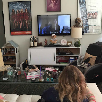 PLL bts Ashley Benson (Hanna) watching the show 7x05 and 7x06