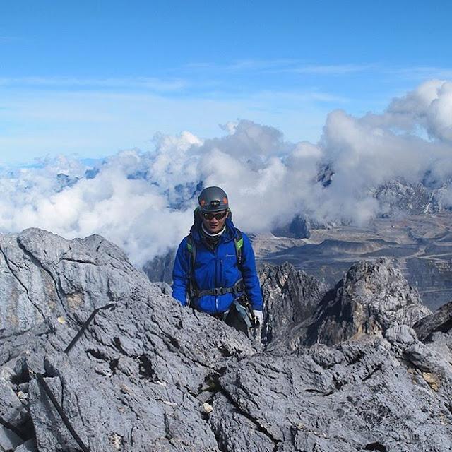 foto gunung cartenz pyramid papua