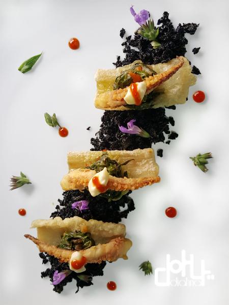 tierra de coliflor, pencas en tempura, raba de calamar