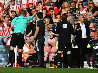 Manajer Manchester United (MU), Jose Mourinho lolos dari sanksi federasi sepak bola Inggris (FA)