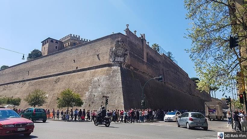 Fila para entrar no Museu do Vaticano - Diário de Bordo: 3 dias em Roma