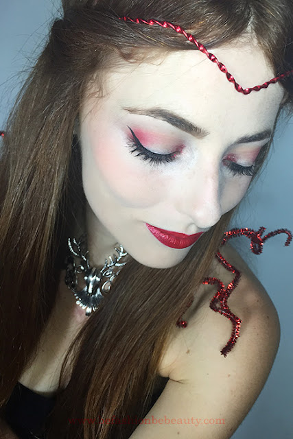 Resultados: Maquillaje inspirado en Bella. Maquillaje en tonos rojos.