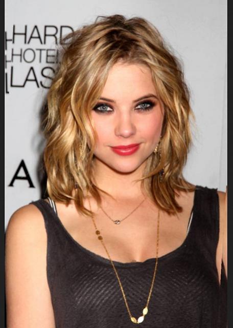 model rambut ikal untuk wajah lonjong dan kurus