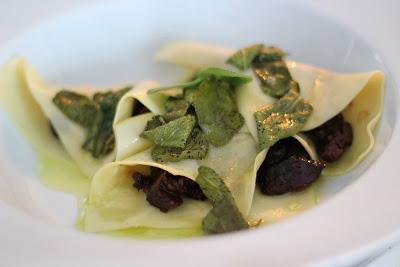 lasagna aperta - offene Lasagne - mit Rinderwade, Rotwein und Salbei | Arthurs Tochter Kocht by Astrid Paul