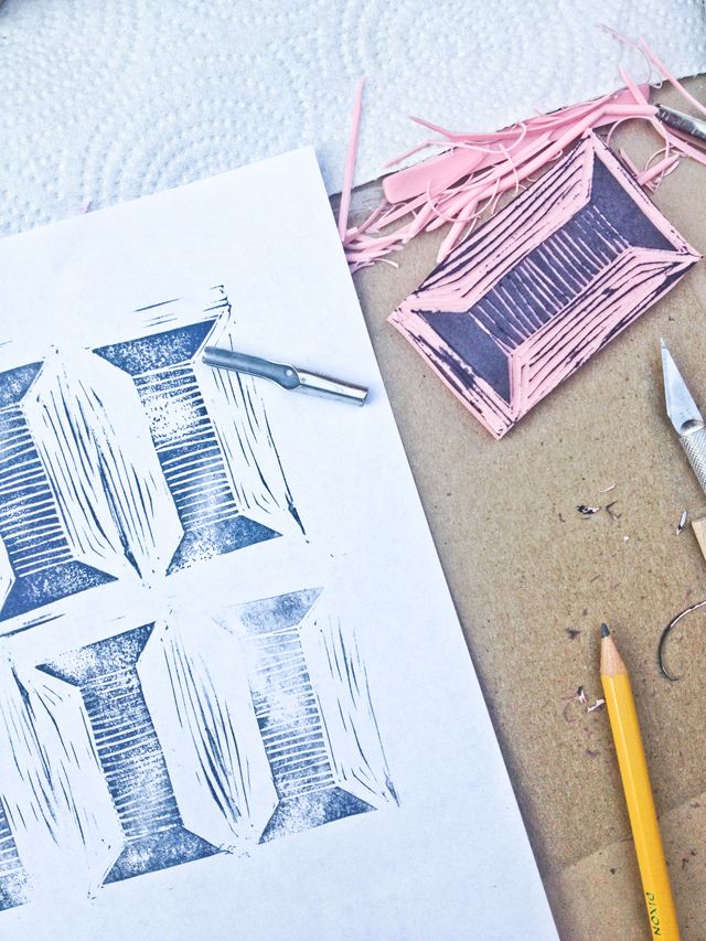 Surface printing workshop with Lotta Jansdotter | Rubber stamp carving of a spool of thread | MamaBleuDesigns