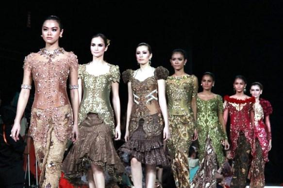 Intip 4 Perancang Kebaya Modern Terkenal Di Indonesia Fashionarsis
