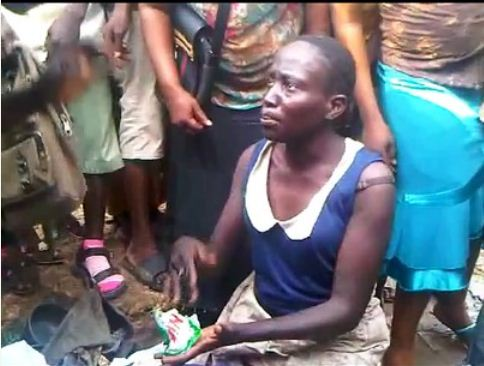 Welcome to Milysblog : Suspected Female Kidnapper Was Caught and Stripped Naked in Lagos Street