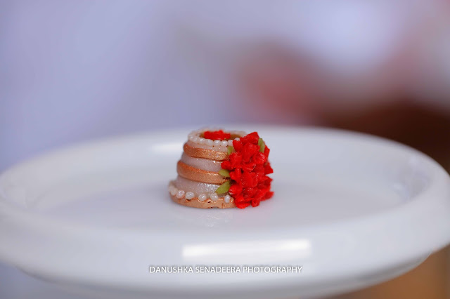 Worlds Smallest Wedding Cake