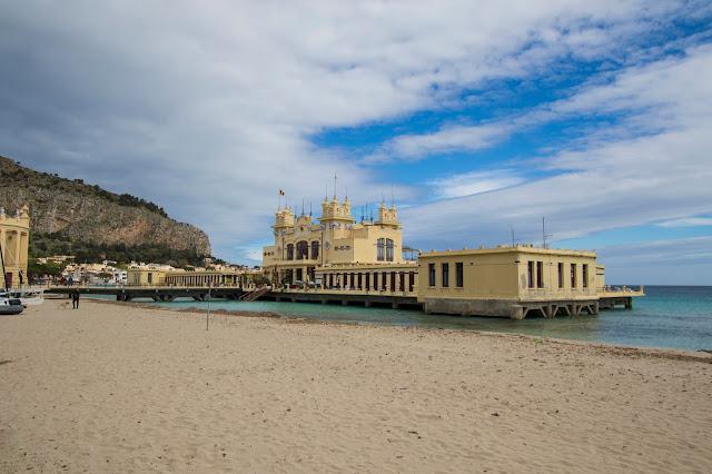 Stabilimento balneare-Spiaggia di Mondello-Palermo