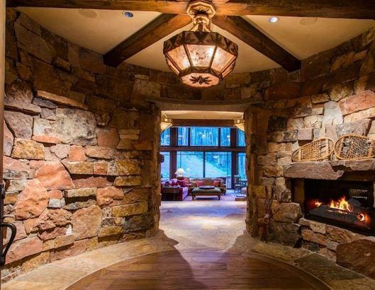 MouseCity Escape Mountain Lodge