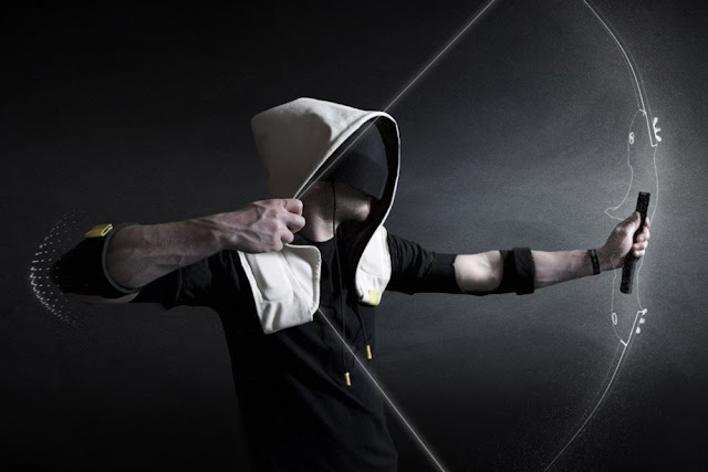 shadow-hooded-virtual-reality-gaming