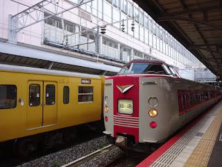 岡山駅の特急『やくも』
