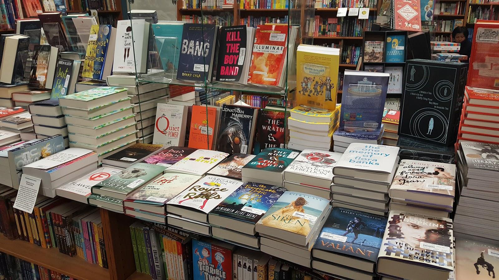 Du Livre Bookstore Spotlight The Book Table - Book table oak park