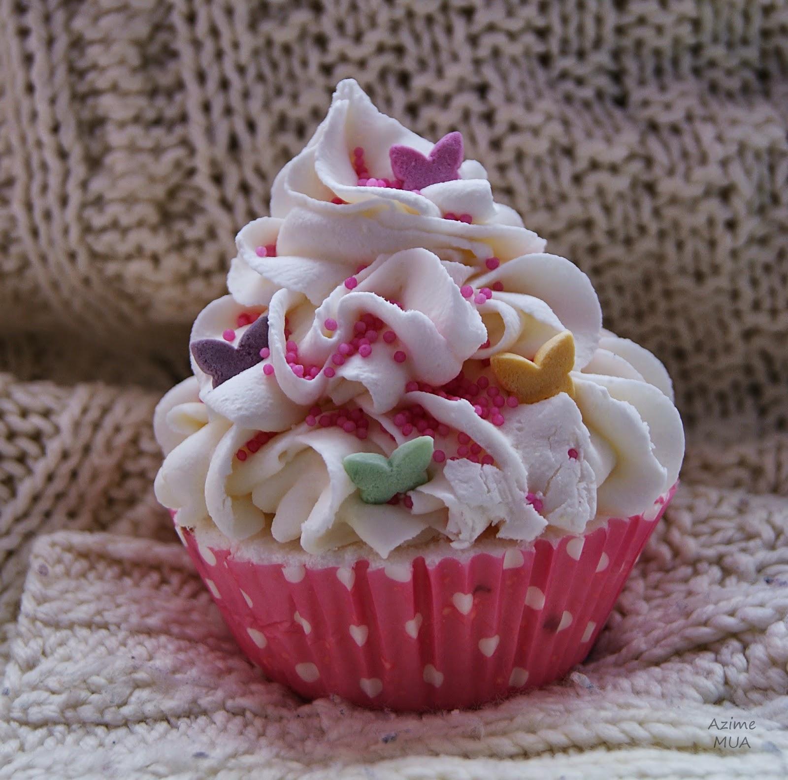 """[192.] Aromatyczny i naturalny umilacz kąpieli- muffinka """"Różany Ogród"""" firmy Sweet Bath."""